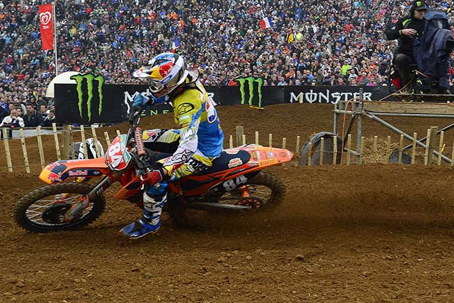 Jeffrey Herlings rebounded from a hard crash in qualifying to win the MX2 overall.