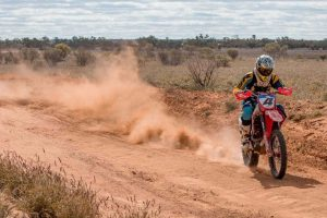 Smith Brothers Racing fight injury to finish in the Top 10 at Finke