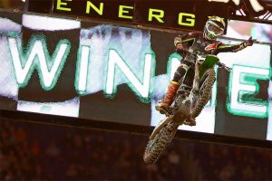 Tomac back in the supercross winner's circle at Minneapolis