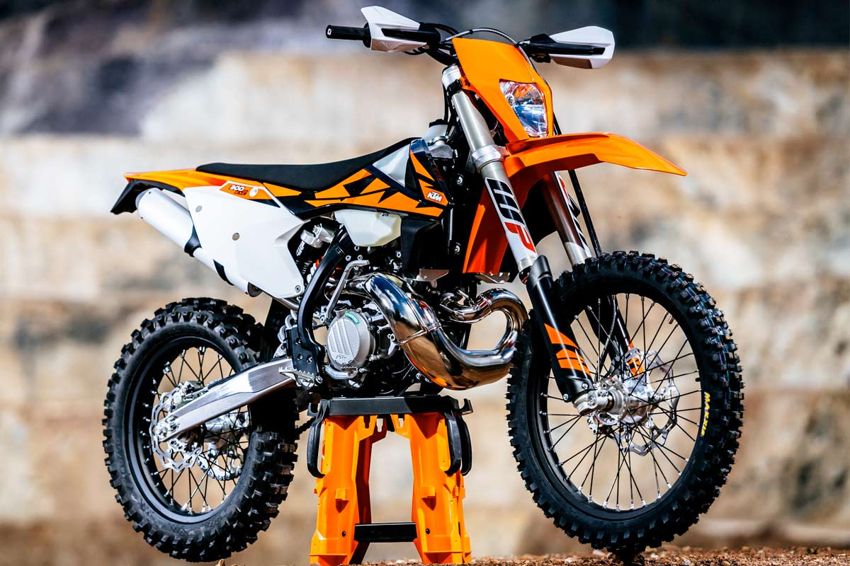aside from the obvious fuel injection, the 2018 300 exc tpi machine hasn't  changed too much overall from the previous model, so if you liked the 2017  bike,