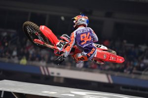 Roczen breaks through in St. Louis with 450SX victory